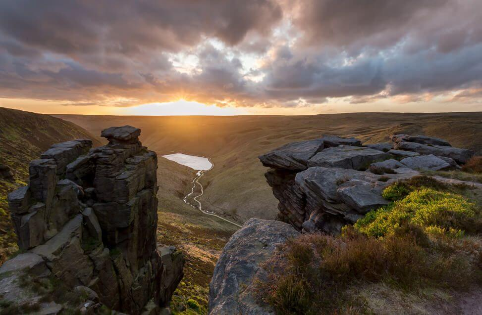 Dovestone Reservoir and the Trinnacle